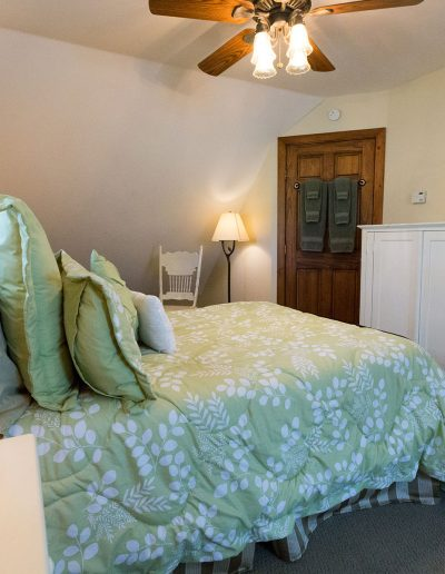 Rooms and Inns   Yosemite,CA   Apple Blossom